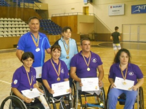 Lugoj Expres Campioni naționali! Sportivii Clubului Maraton'93 - 19 medalii de aur la tenis de masă și atletism tenis de masă persoane cu dizabilități medalii handisport CSHF Maraton'93 Lugoj Cluj campioni naționali campionate naționale atletism