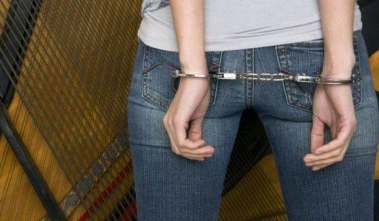 Lugoj Expres Femeie urmărită național, prinsă la Lugoj urmărită național reținută polițiștii din Lugoj Judecătoria Lugoj închisoare contrabandă condamnată