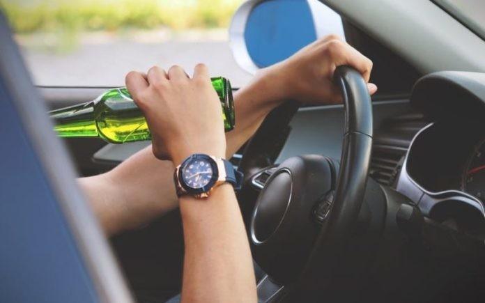 Lugoj Expres Șofer beat și fără permis, depistat în trafic de polițiștii lugojeni trafic tânăr șofer fără permis dosar penal beat la volan beat alcoolemie