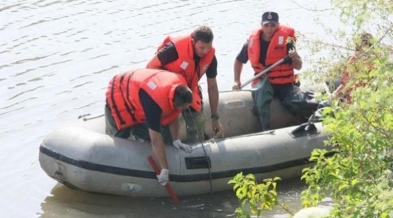 Lugoj Expres Sinucidere! Un bărbat care a rămas fără loc de muncă s-a aruncat de pe podul pietonal în râul Timiș sinucidere s-a aruncat de pe pod râul Timiș pompieri pod necropsie loc de muncă înecat bărbat
