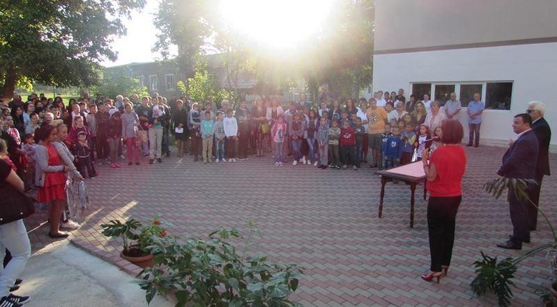 """Lugoj Expres A început un nou an școlar! Elevii s-au reîntors în bănci Școala Gimnazială nr. 4 Lugoj Școala Gimnazială nr. 2 Lugoj Școala Gimnazială """"Eftimie Murgu"""" Lugoj Școala Gimnazială """"Anișoara Odeanu"""" Lugoj școală Primul clopoțel noul an școlar Liceul Tehnologic """"Aurel Vlaicu"""" Lugoj Colegiul Tehnic Valeriu Braniște Lugoj Colegiul Național """"Iulia Hasdeu"""" Lugoj Colegiul Naţional """"Coriolan Brediceanu"""" Lugoj Centrul Școlar pentru Educație Incluzivă """"Alexandru Roșca"""" Lugoj an școlar a început școala"""