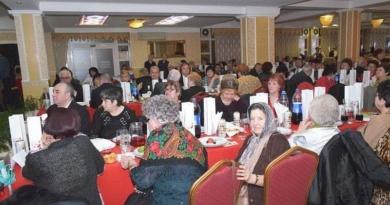 Lugoj Expres Primăria Lugoj invită seniorii la teatru, la carnaval, la un dineu și la... mănăstire teatru seniori persoane vârstnice pensionari mănăstire evenimente dineu carnaval