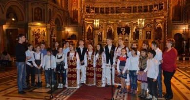 Lugoj Expres Copiii din centrele de plasament colindă la Catedrala Mitropolitană Timișoara Recaș Mitropolia Banatului Lugoj Găvojdia daruri copii concert colinde centre de plasament catedrala