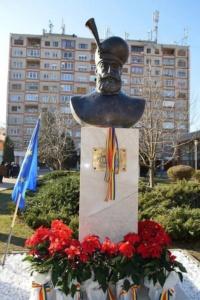 Lugoj Expres Primul voievod unificator al provinciilor românești, Mihai Viteazul, are un bust în Parcul Poștei, din Lugoj Parcul Poștei Mihai Viteazul Lugoj dezvelire Centenarul Unirii bustul lui Mihai Viteazul bust