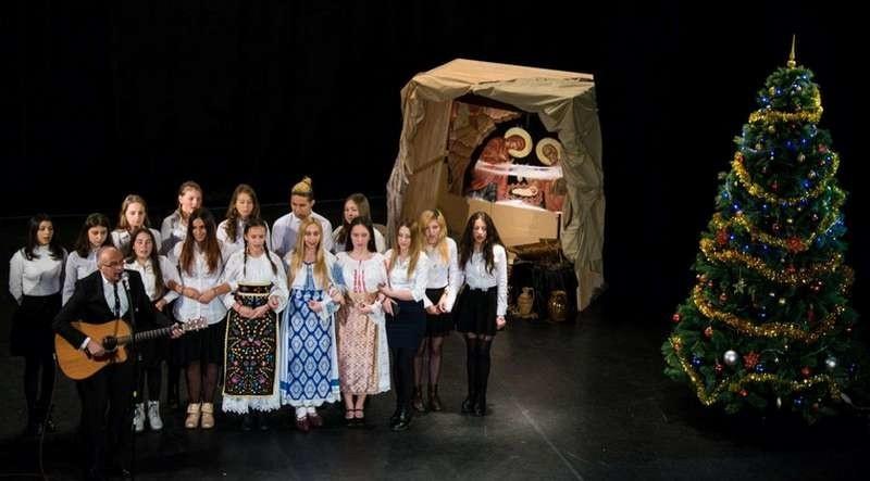 Lugoj Expres Concert caritabil de colinde: Iată, vin colindătorii! vin colindătorii Liga Tinerilor Creștini Ortodocși Lugoj familii nevoiașe eveniment donații concert caritabil concert colinde colindători