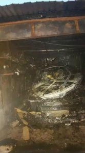 Lugoj Expres Mașină distrusă într-un garaj cuprins de flăcări pompieri mașină distrusă ISU Timiș incendiu mașină incendiu garaj incendiu garaj foc flăcări