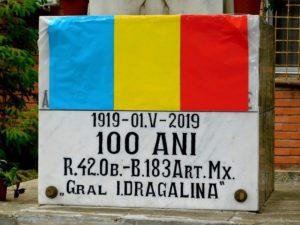 """Lugoj Expres Batalionul 183 Artilerie Mixtă """"General Ion Dragalina"""" are Drapel de Luptă decorat cu Emblema de Onoare a Forțelor Terestre UM 01220 tradiție militară Regimentul 42 Obuziere placă memorială Monumentul Artileristului Garnizoana Lugoj drapelul de luptă Divizia 4 Infanterie """"Gemina"""" decorat Batalionul 183 Artilerie Mixtă """"General Ion Dragalina"""" aniversare cazonă aniversare 100 de ani"""