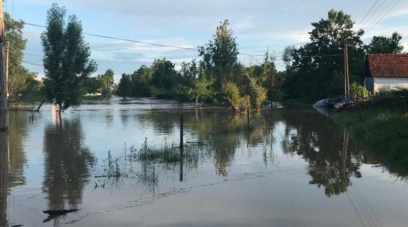 Lugoj Expres Cod roșu de inundații în nord-estul județului Timiș viituri Timiș scurgeri de pe versanți precipitații inundații fenomene meteo Făget cod roșu Bega atenționare hidrologică