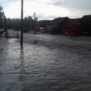 Lugoj Expres Zeci de gospododării inundate în estul județului Timiș precipitații abundente pompieri pagube Ohaba Lungă inundații Ierșnic Făget evacuarea apelor Cladova Bara apă