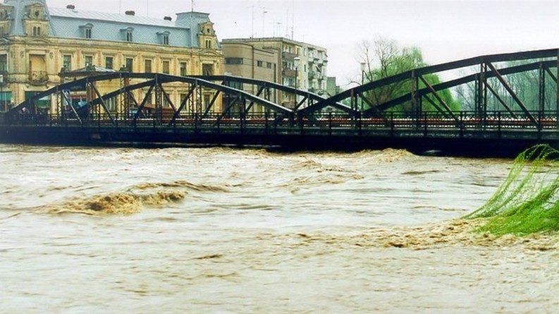 Lugoj Expres Lugojul, apărat de inundații! Malurile râului Timiș vor fi consolidate Timiș râul Timiș mal Lugoj lucrări investiții inundații guvern fonduri consolidare Administrația Bazinală de Apă Banat