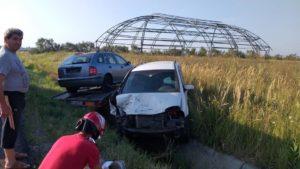 Lugoj Expres Impact violent între două autoturisme, pe centura Lugojului. Trei persoane au fost rănite victime persoane încarcerate Lugoj Impact violent centura Lugoj accident