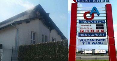Lugoj Expres Acoperișul restaurantului A&O, de pe centura Lugojului, cuprins de flăcări restaurant A&O restaurant pompieri parcare camioane parcare A&O Lugoj incendiu restaurant incendiu Lugoj incendiu acoperiș incendiu foc flăcări centura Lugojului camioane