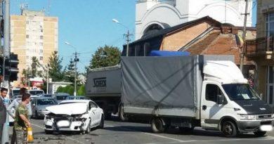 Lugoj Expres Impact violent între un bolid de 40.000 de euro și o autoutilitară pagube Lugoj Impact violent bolid avarii autoturism accident