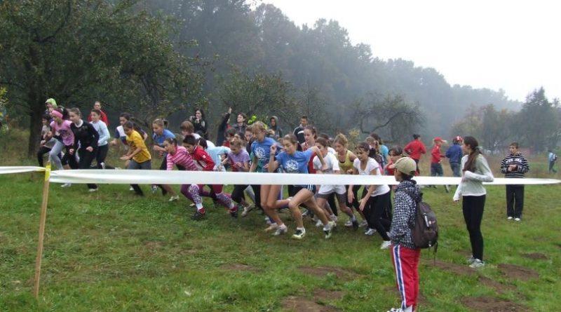 """Lugoj Expres Aleargă pentru sănătatea ta! Ediția 47 a Crosului """"Dealul Viilor"""" program Lugoj CSȘ Lugoj Crosul Dealul Viilor cros copii concurs atletism"""