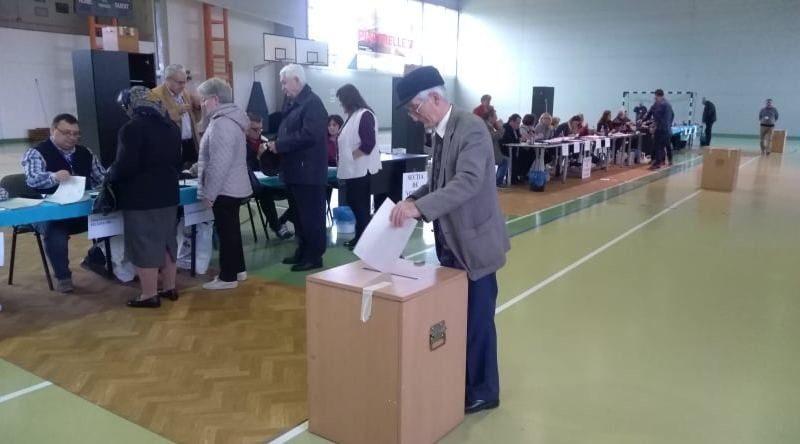 Lugoj Expres Lugojenii votează! Aproape 9.000 de alegători s-au prezentat la urne vot urne secții de votare lugojenii votează Lugoj alegeri prezidențiale 2019 alegeri prezidențiale alegeri Lugoj alegeri alegători