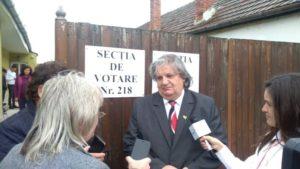 """Lugoj Expres Primarul Lugojului a votat """"un om bun, care să îi respecte pe cetățeni"""" vot urne secția de votare primarul Lugojului Francisc Boldea alegeri prezidențiale 2019 alegeri prezidențiale alegeri"""