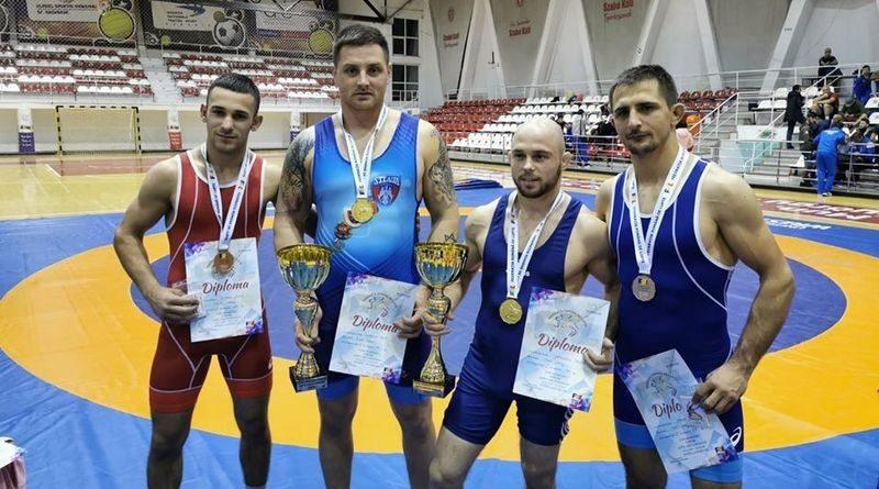 Lugoj Expres Luptătorii de la CSM Lugoj - patru medalii la Cupa României de Seniori primul loc medalii lupte greco-romane lupte luptătorii Cupa României CSM Lugoj