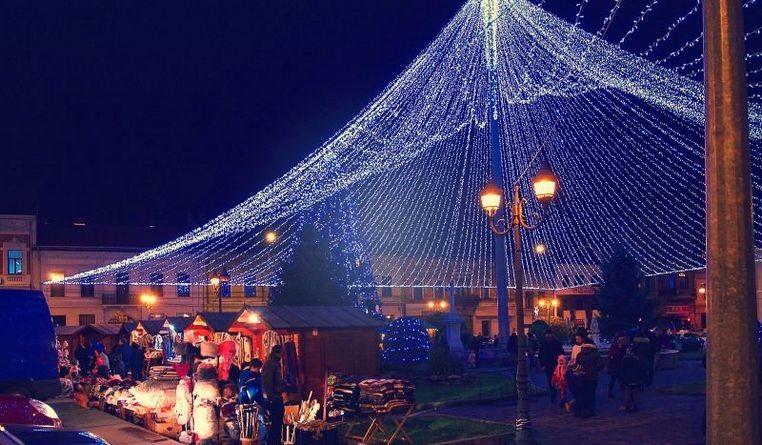 Lugoj Expres Târg de Crăciun, în centrul Lugojului târg de Crăciun târg Lugoj iluminat festiv Crăciun comercianți