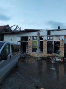 Lugoj Expres Incendiu violent la Găvojdia! Flăcările au distrus un magazin și un bar scurt circuit pompieri magazin Lugoj ISU Timiș incendiu Găvojdia focare flăcări bar
