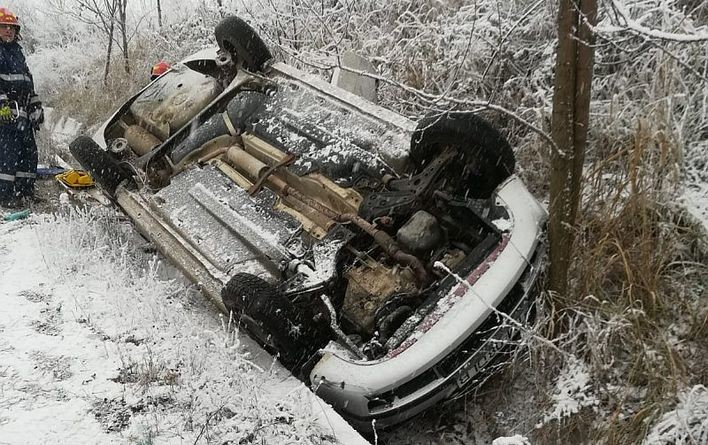 Lugoj Expres Mașină răsturnată, pe drumul Lugoj - Hezeriș șoferiță mașină răsturnată Lugoj ISU Timiș încarcerată Hezeriș DJ 609 descarcerare