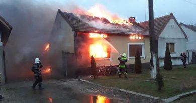 Lugoj Expres Incendiu violent, la Boldur! O casă a fost distrusă de flăcări pompieri ISU Timiș incendiu violent incendiu foc flăcări casă distrusă Boldur atac de panică
