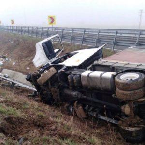 Lugoj Expres Autotren răsturnat pe autostrada Lugoj - Timișoara Timișoara Lugoj autotren răsturnat autotren Autostrada accident A6 A1