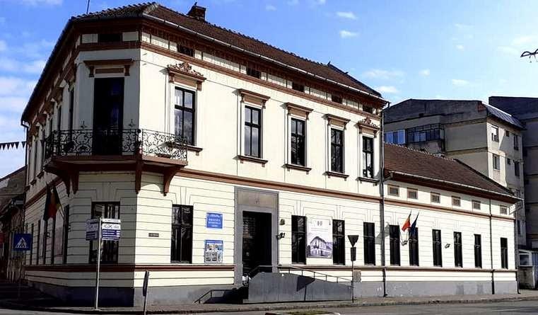 Lugoj Expres Iubitorii cărților sunt așteptați la Biblioteca Municipală Lugoj program Lugoj cărți Biblioteca Municipală Lugoj biblioteca