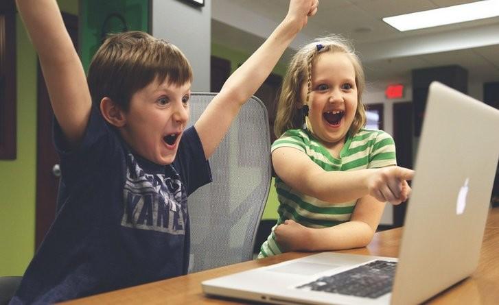 """Lugoj Expres Concurs online cu premii pentru elevi: """"Aristotel Online"""" premii gimnaziu Fundația Dan Voiculescu elevi concurs online concurs interdisciplinar concurs aristotel online"""