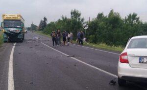 Lugoj Expres Accident cu două autoturisme și un TIR, pe DN6. Un tânăr de 19 ani a murit trafic blocat Timișoara tânăr decedat Șuștra Lugoj DN 6 coliziune accident DN6 accident