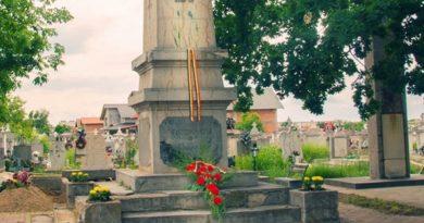 Lugoj Expres 100 de ani de la semnarea tratatului de pace de la Trianon, marcați și la Lugoj Trianon tratat România Mare Primul Război Mondial pace Monumentul Eroilor Lugoj cimitirul ortodox 100 de ani