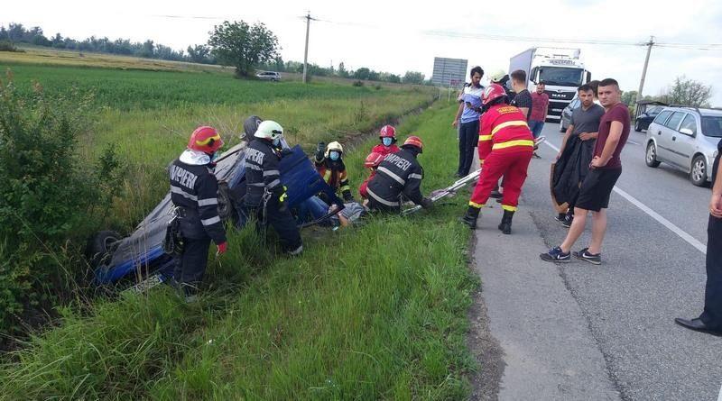 Lugoj Expres Trei persoane rănite după ce un TIR a lovit și răsturnat o mașină de la școala de șoferi vătămare corporală trei răniți șoseaua de centură școala de șoferi persoane rănite Lugoj infracțiune centura Lugojului autoturism răsturnat autoturism lovit de tir accident
