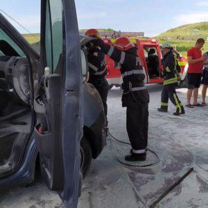 Lugoj Expres Pericol de explozie pe centura Lugojului! O mașină a luat foc într-o benzinărie tragedie scurtcircuit pompieri pericol Lugoj ISU Timiș incendiu explozie centura Lugoj camionetă