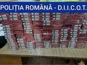 Lugoj Expres Polițiștii de la Crimă Organizată, descinderi la contrabandiștii de țigări! S-au găsit sume mari de bani, țigări netimbrate, droguri și o armă Timiș țigări netimbrate țigări Reșița Bocșa piața neagră percheziții Lugoj droguri DIICOT descinderi crimă organizată contrabandiști Caraș-Severin bani audieri armă neletală Arad
