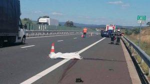 Lugoj Expres Accident grav pe autostrada A1! O persoană a murit, iar alte două au fost rănite vătămare corporală ucidere persoană decedată persoane rănite Lugoj ISU Timiș Impact violent Făget Deva culpă autostrada A1 accident grav accident A1