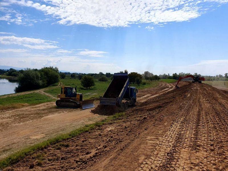 Lugoj Expres Digul de la Pohalma, rupt la inundațiile din iunie, a fost reparat viitură istorică viitură Titu Bojin râul Timiș Pohalma Lugoj lucrări inundație dig cota de pericol breșă Administrația Bazinală de Apă Banat ABA Banat