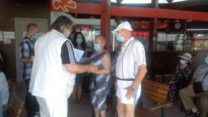 Lugoj Expres Seniorii Lugojului au fost premiați cu... 300 de lei vârstnici seniori premii de fidelitate premii de excelență premii persoane vârstnice municipalitatea lugojeană Lugoj diplome cupluri autorități