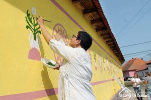 Lugoj Expres Peste 300 de voluntari au zugrăvit 30 de fațade ale caselor, la Racovița voluntari satul bănățean Racovița patrimoniul cultural eveniment caritabil Banat Acasă în Banat