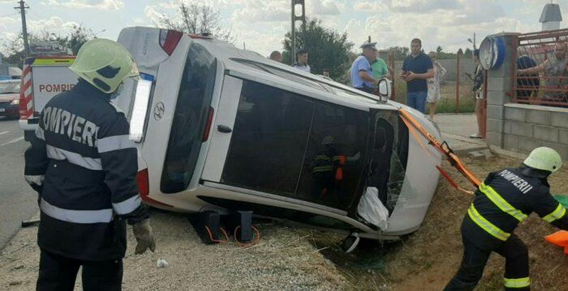 Lugoj Expres Autoturism răsturnat în urma impactului cu o camionetă. Șoferița a rămas încarcerată șoferiță încarcerată Lugoj intervenție Hezerișului descarcerare autoturism răsturnat Lugoj autoturism răsturnat accident Lugoj accident