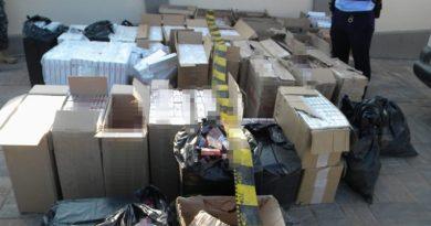 Lugoj Expres Percheziții! Jumătate de milion de țigarete de contrabandă, descoperite la Lugoj țigări netimbrate tânăr reținut Poliția Orașului Făget Percheziții Lugoj percheziții Lugoj infracțiune Făget dosar penal contrabandă