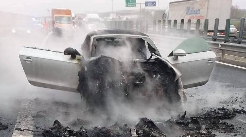 Lugoj Expres Un autoturism a luat foc, pe autostrada A6 Țipari incendiu auto incendiu foc circulație îngreunată autoturism Autostrada A6
