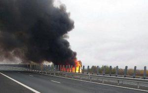 Lugoj Expres Autotren în flăcări, pe autostrada A1 incendiu autotren incendiu A1 incendiu circulație închisă autotren autostrada A1